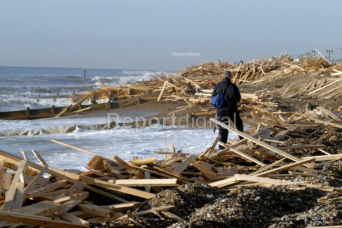 Thousands of tons of timber washed ashore on Worthing beach following the sinking of the cargo ship Ice Prince during a winter storm. The wood is being salvaged by contractors. Sussex, UK 2008 - Howard Davies - 2008-01-22