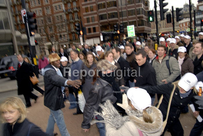 Anti-police demonstrators clash with police during their protest organised by the Police Federation to highlight their dispute with the Home Office over their pay settlement. London, UK 2008 - Howard Davies - 2008-01-23
