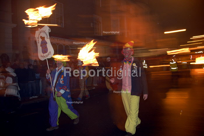 Traditional bonfire night parade in Lewes, East Sussex, commemorating Guy Fawkes and the Gunpowder Plot. UK 2008 - Howard Davies - 2008-11-05