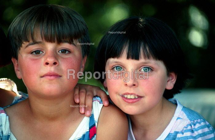 Bosnian Muslim refugee children in a refugee camp. Djakovo, Croatia. 1992 - Howard Davies - 1992-08-01
