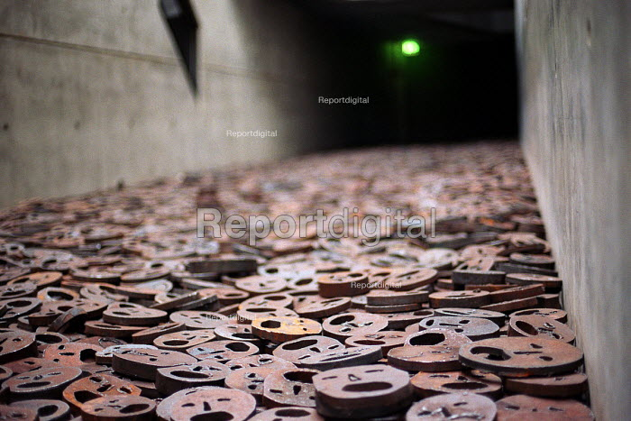 Jewish Museum, Berlin, Shalechet (Fallen Leaves), Art in the Memory Void by the artist Menashe Kadishman. Over 10,000 open-mouthed faces coarsely cut from heavy, circular iron plates cover the floor. - Timm Sonnenschein - 2003-04-30