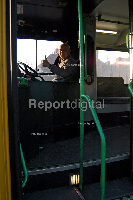 Polish Bus driver in Birmingham - Timm Sonnenschein - 2006-01-28