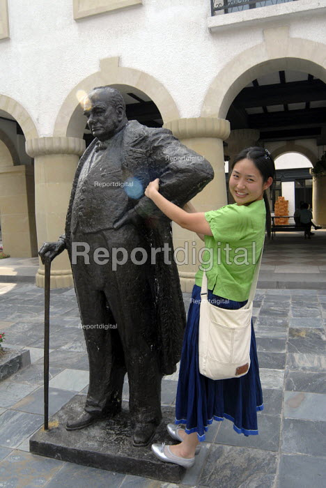 Woman with Sir Winston Churchill statue, Thames Town, Shanghai, China. An English themed town with typical English streets and housing - Timm Sonnenschein - 2006-08-27