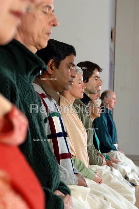 People meditating at the Birmingham Buddhist Centre - Timm Sonnenschein - 2006-02-14