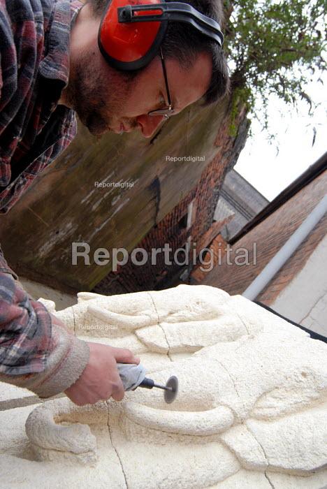 Sculptor working on a piece of art, Digbeth, Birmingham - Timm Sonnenschein - 2006-04-07