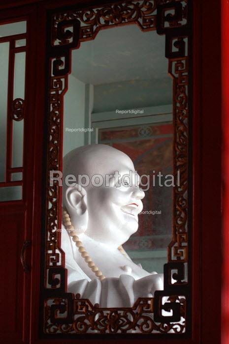 Laughing Buddha, Pu Tuo Shan, China - Timm Sonnenschein - 2005-09-08