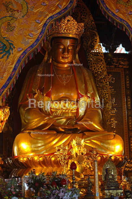 Buddha Amitabha, Puji Si Temple, Pu Tuo Shan, China - Timm Sonnenschein - 2005-09-08