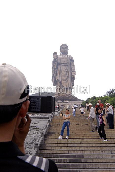 88 meter high Amitabha Buddha statue, Wuxi, China - Timm Sonnenschein - 2007-05-22