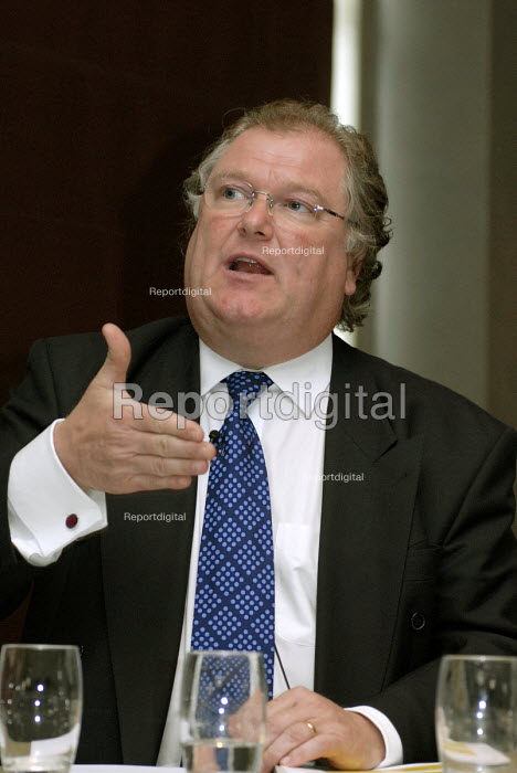 Lord Digby Jones of Birmingham, new Minister of State speaking to Birmingham & Solihull employers during an LSC event, Birmingham - Timm Sonnenschein - 2007-07-09