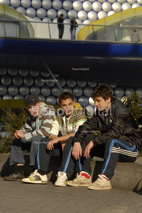 Youth hanging out in the Birmingham City Centre - Timm Sonnenschein - 2008-02-12