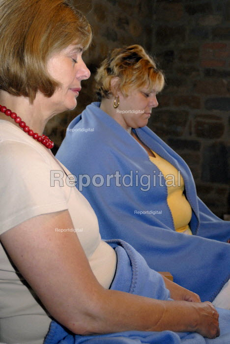 People Meditating - Timm Sonnenschein - 2007-06-24