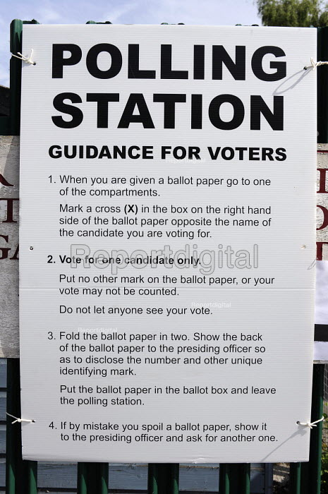 Election for the European Parliament. Polling Station Guidance For Voters, Kings Heath, Birmingham - Timm Sonnenschein - 2009-06-04