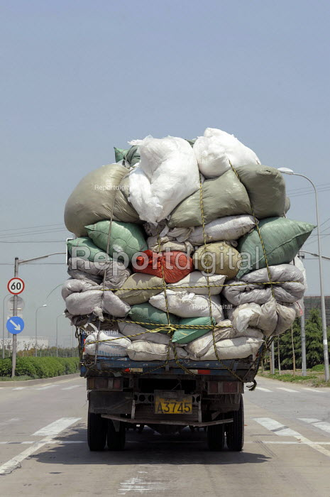 An overloaded lorry on the outskirts of Shanghai, China - Timm Sonnenschein - 2009-04-17