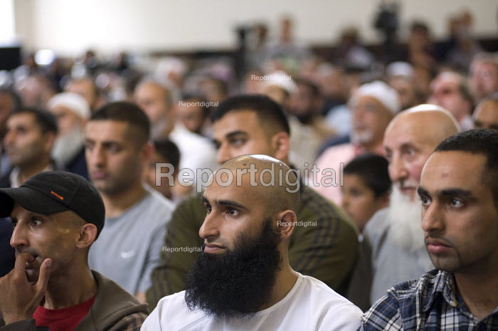 Members of the public including many Muslims attending a meeting against Birmingham Anti Muslim CCTV and ANPR Cameras - Timm Sonnenschein - 2010-07-04
