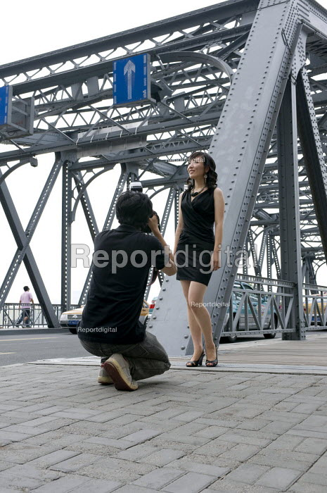 A young woman posing for a professional photographer for personal fashion shots - Timm Sonnenschein - 2010-08-11