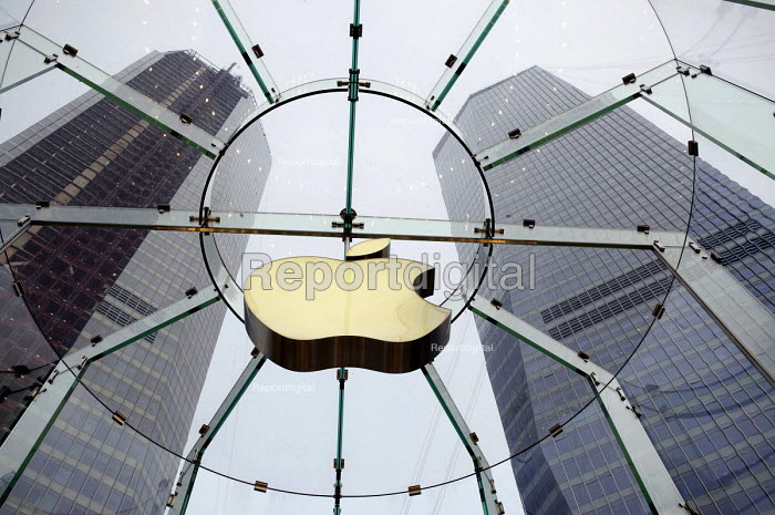 The Apple logo or symbol at the Apple store, Pudong, Shanghai, a Chinese version of the flagship New York City Fifth Avenue Apple Store - Timm Sonnenschein - 2010-08-15