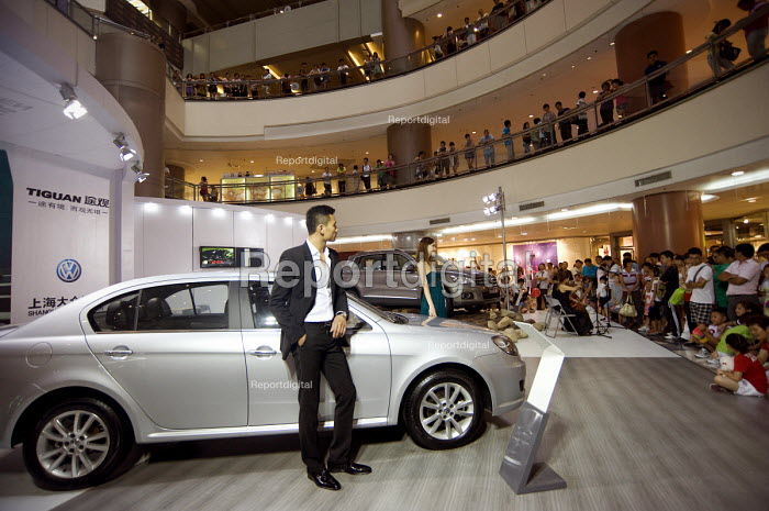 Elaborate Volkswagen sales presentation with models at Zheng Da Plaza, Pudong, Shanghai. Volkswagen is the biggest foreign carmaker in China, sold 1.4 million cars in 2009 and plans to increase to 2 million in the near future - Timm Sonnenschein - 2010-08-08