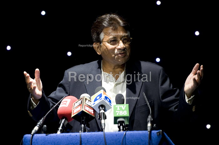 Pervez Musharraf former president of Pakistan, giving �his first public speech the day after forming a new political party, the All Pakistan Muslim League, Handsworth, Birmingham - Timm Sonnenschein - 2010-10-02