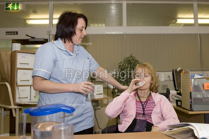 An NHS nurse administering a patients medication, Moseley Hospital, Birmingham - Timm Sonnenschein - 2010-11-18