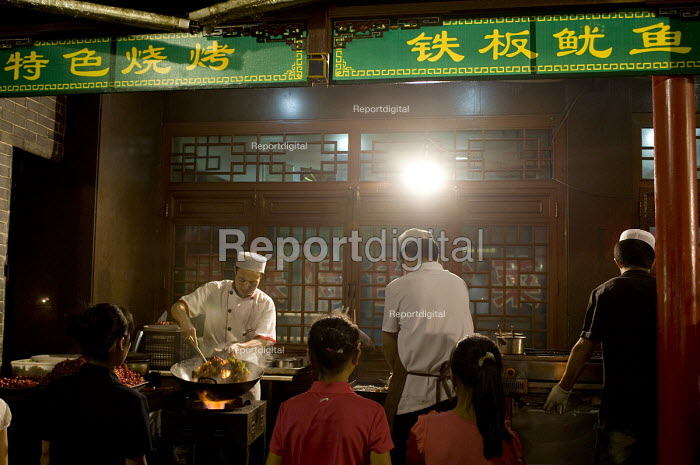 Chinese cooks preparing food at their evening stalls. Xian China - Timm Sonnenschein - 2011-08-03