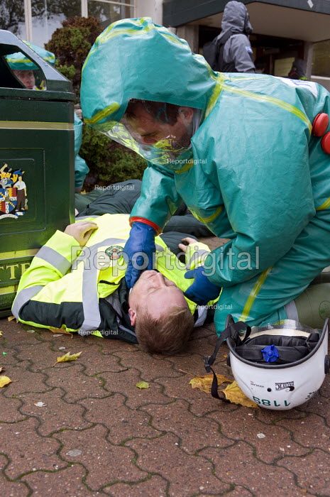 Emergency services workers, Birmingham Shield exercise simulating a chemical, biological, radiological or nuclear (CBRN) incident - Timm Sonnenschein - 2011-10-30