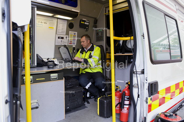 West Midlands Police officers in a mobile control, Birmingham Shield exercise simulating a chemical, biological, radiological or nuclear (CBRN) incident - Timm Sonnenschein - 2011-10-30