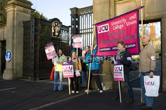 UCU picket at the University of Birmingham. Strike by public sector workers over pensions. - Timm Sonnenschein - 2011-11-30