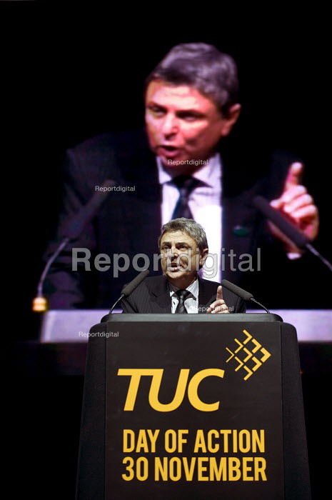 Dave Prentis, UNISON Gen Sec speaking at a rally at the NIA Birmingham. Strike by public sector workers over pensions. - Timm Sonnenschein - 2011-11-30