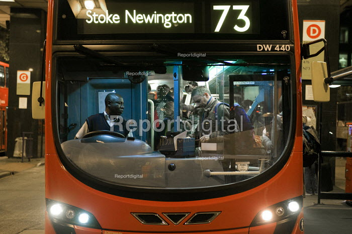 Bus driver with boarding passengers at Euston Station, London. - Timm Sonnenschein - 2011-11-20
