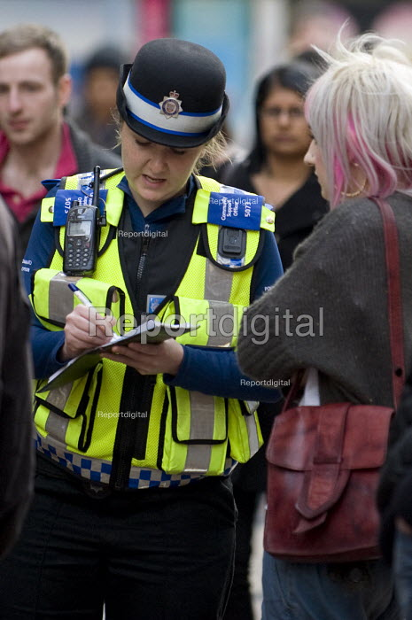 A female �British Transport Police �PCSO questioning a witness about an incident on New Street, Birmingham - Timm Sonnenschein - 2012-03-22