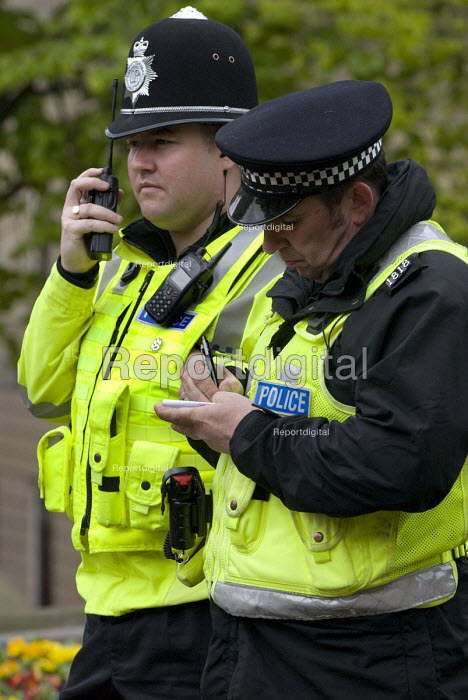 West Midlands Police officer and a PCSO writing notes, Birmingham city centre. - Timm Sonnenschein - 2012-04-28