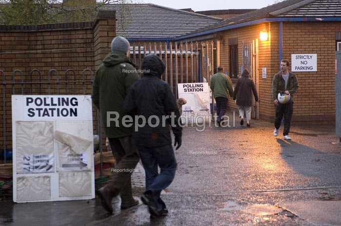 Voters at a polling station in Kings Heath, Birmingham to vote in the City Council Election and the �referendum for an elected mayor. - Timm Sonnenschein - 2012-05-03