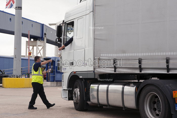 A P&O worker checking tickets for a Slovakian Steel Trans lorry boarding the Spirit of Britain cross-channel ferry before its departure from Dover to Calais - Timm Sonnenschein - 2012-07-28