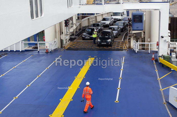 P&O workers directing cars boarding the Spirit of Britain cross-channel ferry before its departure from Dover to Calais - Timm Sonnenschein - 2012-07-28