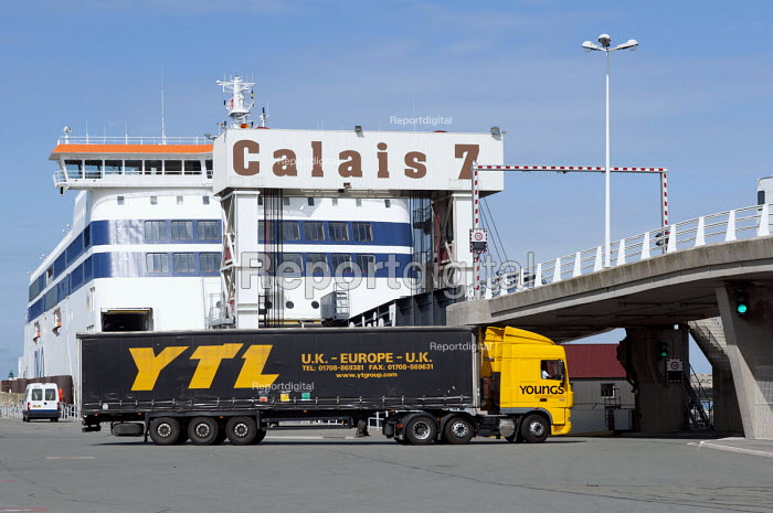 A lorry boarding a ferry from Calais to Dover, France - Timm Sonnenschein - 2012-08-24