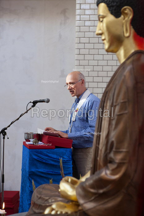 Sunayaka of the Berlin Triratna Buddhist Centre giving a talk during the inauguration of the centre. Kreuzberg, Germany - Timm Sonnenschein - 2012-09-01