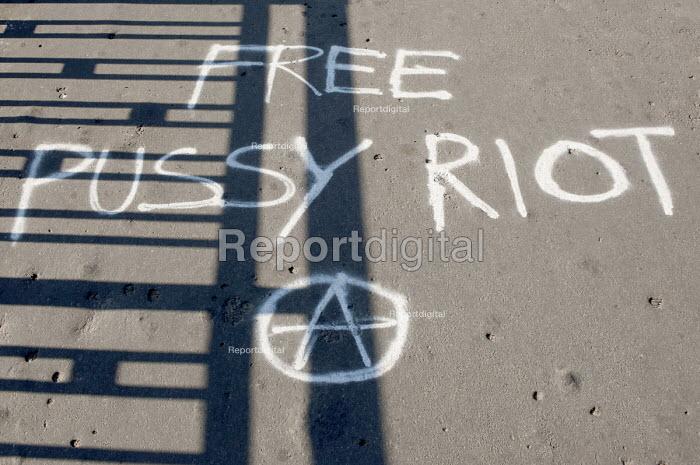 Free Pussy Riot graffiti - Timm Sonnenschein - 2012-09-03
