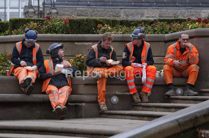 Contractors on their lunch break, Victoria Square, Birmingham - Timm Sonnenschein - 2012-11-15