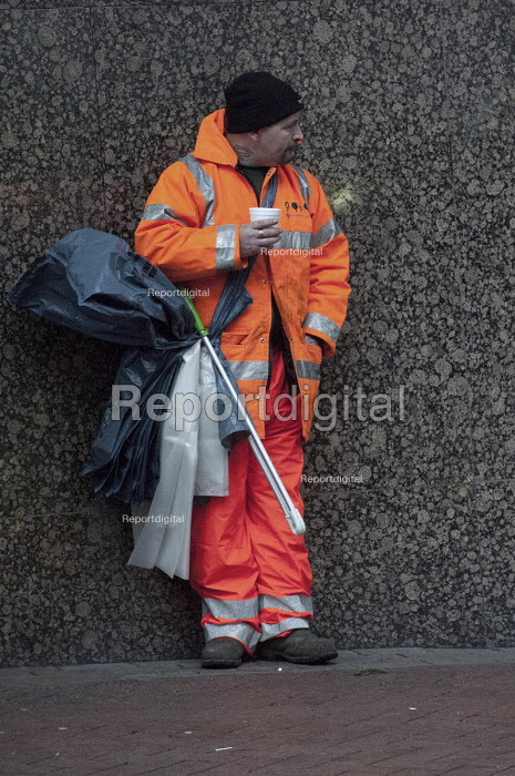 Birmingham City Council street cleaner drinking a cup of coffee during his break - Timm Sonnenschein - 2012-11-22