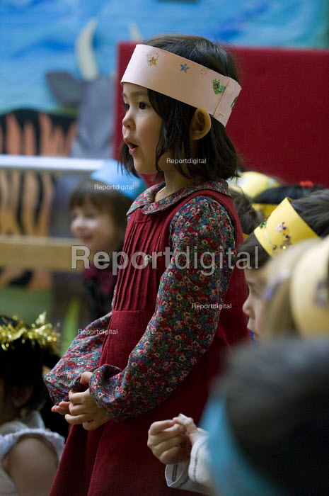 Reception class performing a Nativity play, Kings Heath Primary School, Birmingham - Timm Sonnenschein - 2012-12-15