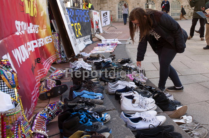 Walk in my Shoes, a message to the government. �Save Birmingham Youth Services protest against cuts to the youth service budget. A teenager symbolically lays out a pair of shoes. - Timm Sonnenschein - 2013-02-02