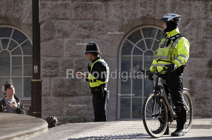 Police officers talking to a youth, Birmingham - Timm Sonnenschein - 2013-02-02