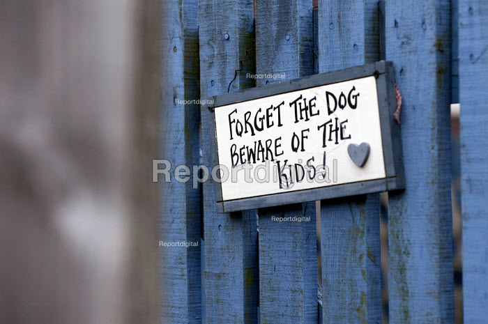 Forget the dog beware of the kids sign at a garden gate on a council estate, Maypole, Birmingham - Timm Sonnenschein - 2013-02-07