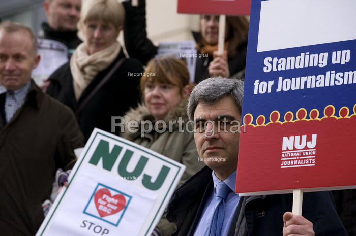 NUJ members on strike against compulsory redundancies, picketing outside the BBC, Birmingham Mailbox - Timm Sonnenschein - 2013-02-18