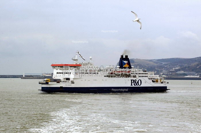 P&O ferry Pride of Burgundy leaving Dover harbour - Timm Sonnenschein - 2013-03-29