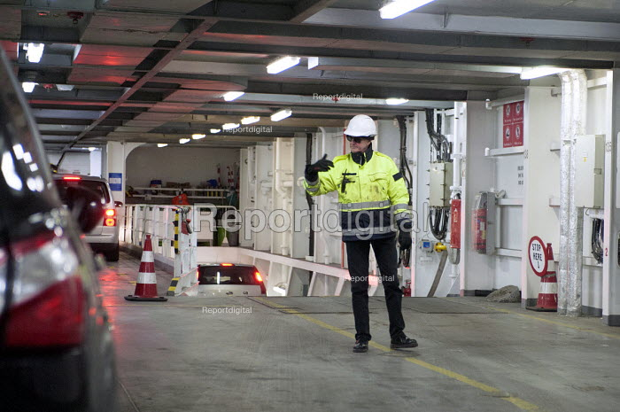 DFDS Seaways staff guiding cars of a cross-channel ferry on its arrival from Dover to Dunkerque - Timm Sonnenschein - 2013-03-29