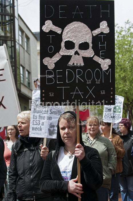Anti bedroom tax protest, Birmingham, in memory of Stephanie Bottrill who committed suicide because she couldnt pay the bedroom tax - Timm Sonnenschein - 2013-06-15