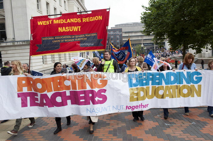 NUT and NASUWT members on strike over pay and pensions march through Birmingham - Timm Sonnenschein - 2013-10-01