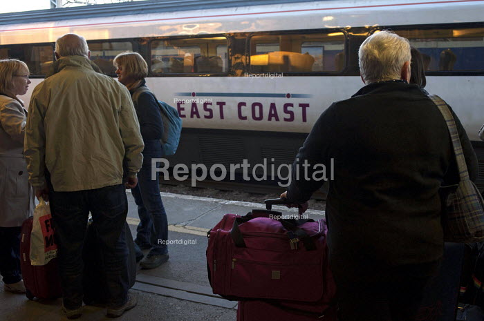 Passengers waiting for a train at the East Coast Main line station in Peterborough - Timm Sonnenschein - 2013-10-28