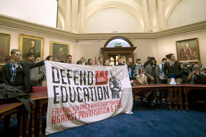 Reoccupation of the Senate Chamber. Defend Education Birmingham student protest against 409,000 pound pay package of vice-chancellor David Eastwood, the privatisation of student loans, education cuts and in solidarity with national UCU, UNISON and Unite staff strike - Timm Sonnenschein - 2013-12-03